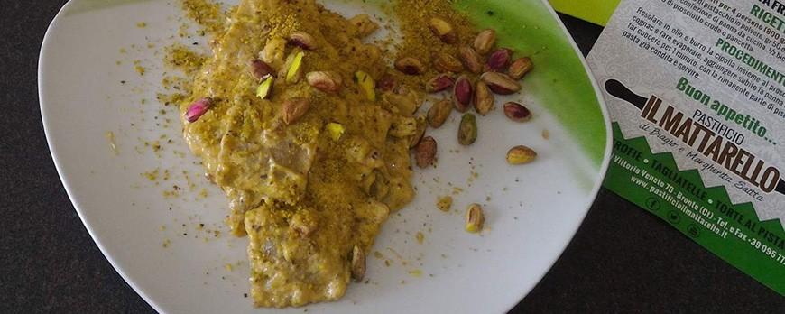 Ravioli con pioggia di pistacchi