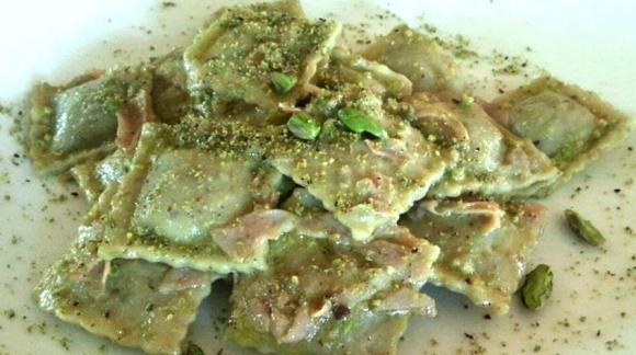 Ravioli al Pistacchio di Bronte con crema al Parmigiano Reggiano